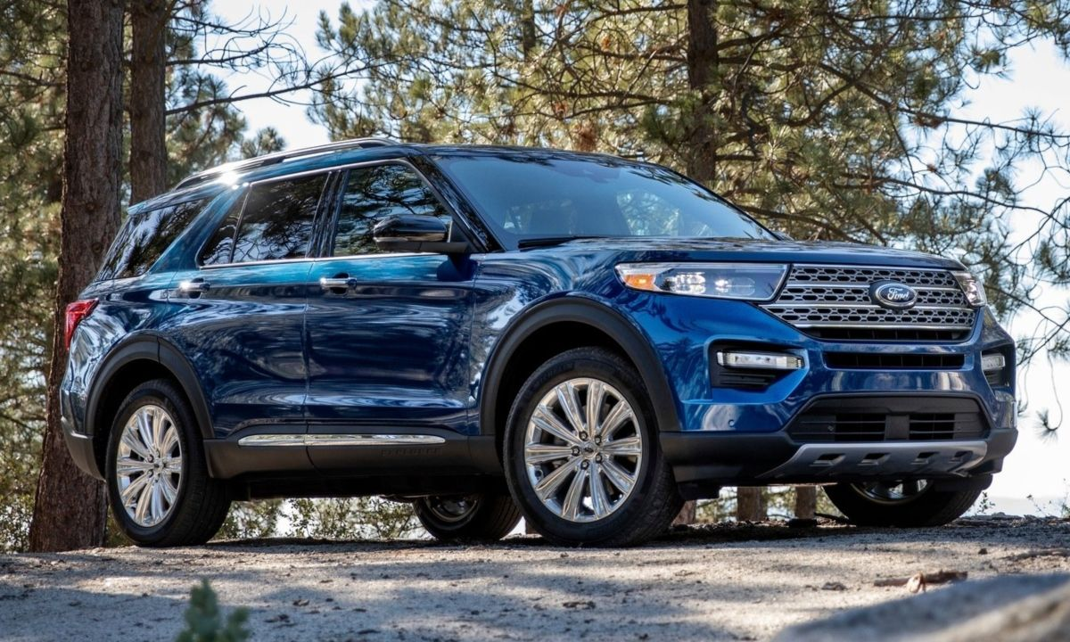 2020 Ford Explorer in the Summer